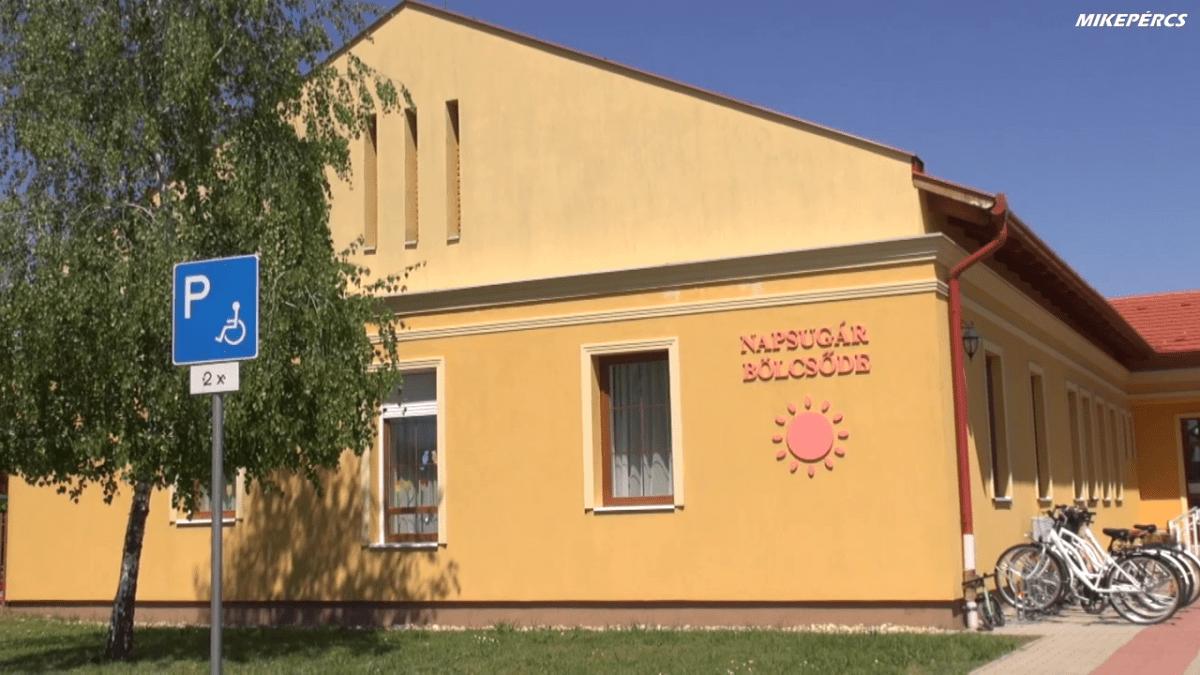 A lakosságszám növekedésének ütemében folyamatosan bővíti óvodai, bölcsődei férőhelyeit a  Mikepércsi önkormányzat